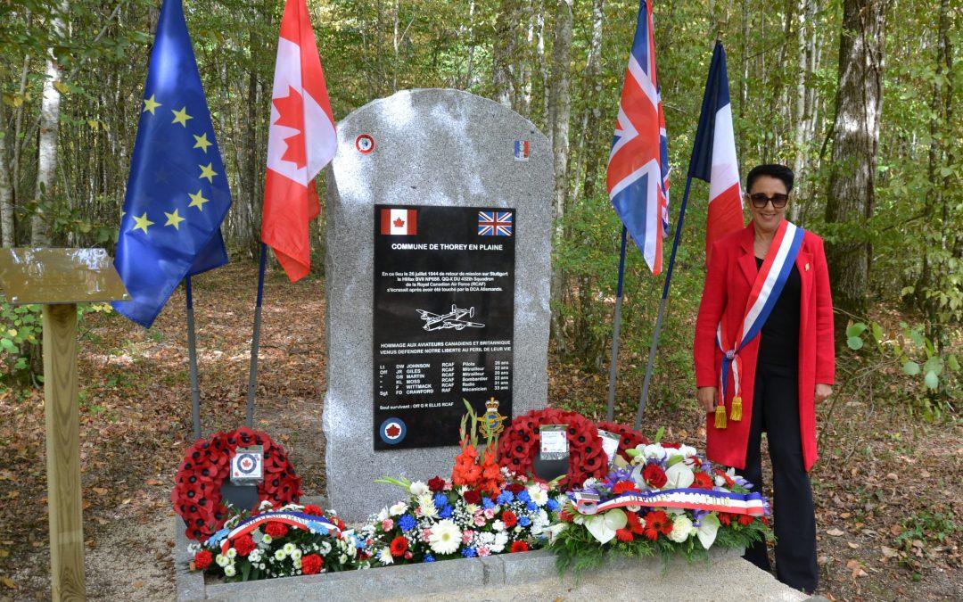 Inauguration d'une stèle en l'honneur de six aviateurs canadiens et britannique